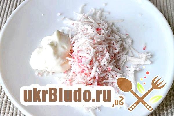 Фото - рецепт салату з крабових палічок